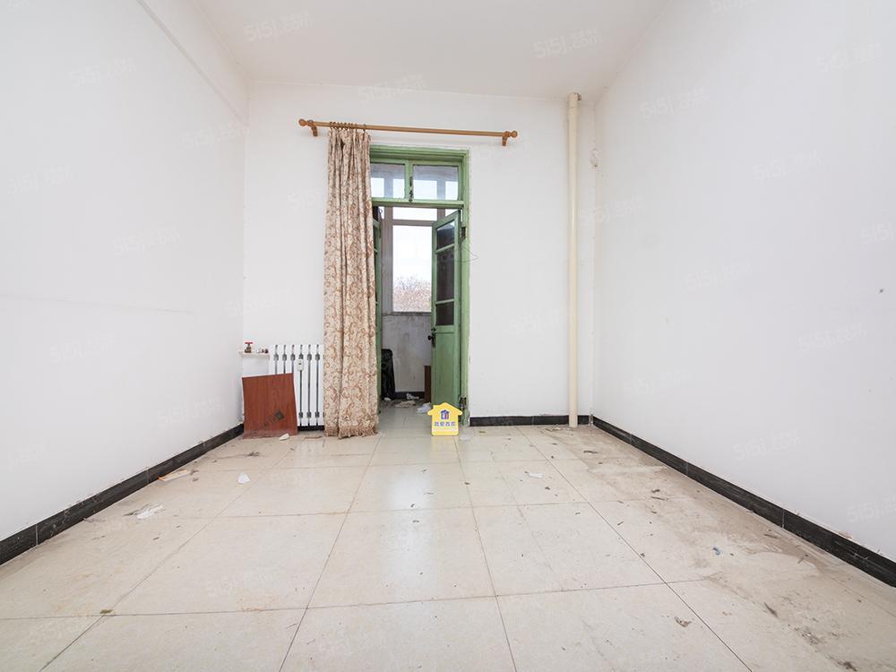 西城区白广路东里四居室