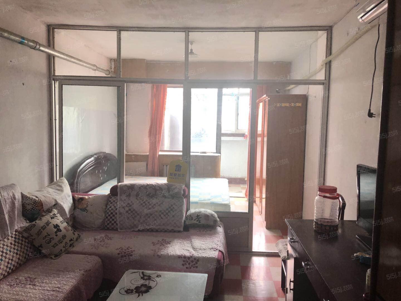 金顶街青年公寓南向一居室看房有钥匙 拎包入住