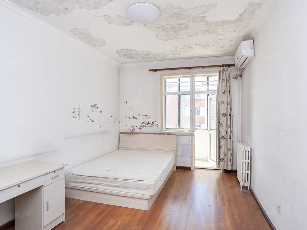 学院路六道口地铁 中楼层两居室
