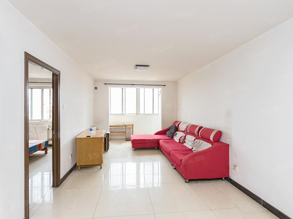 新上精装两居室,紧邻地铁,全南户型