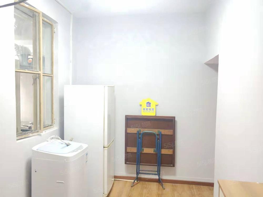 模式口东里精装修两居室 看房提前联系