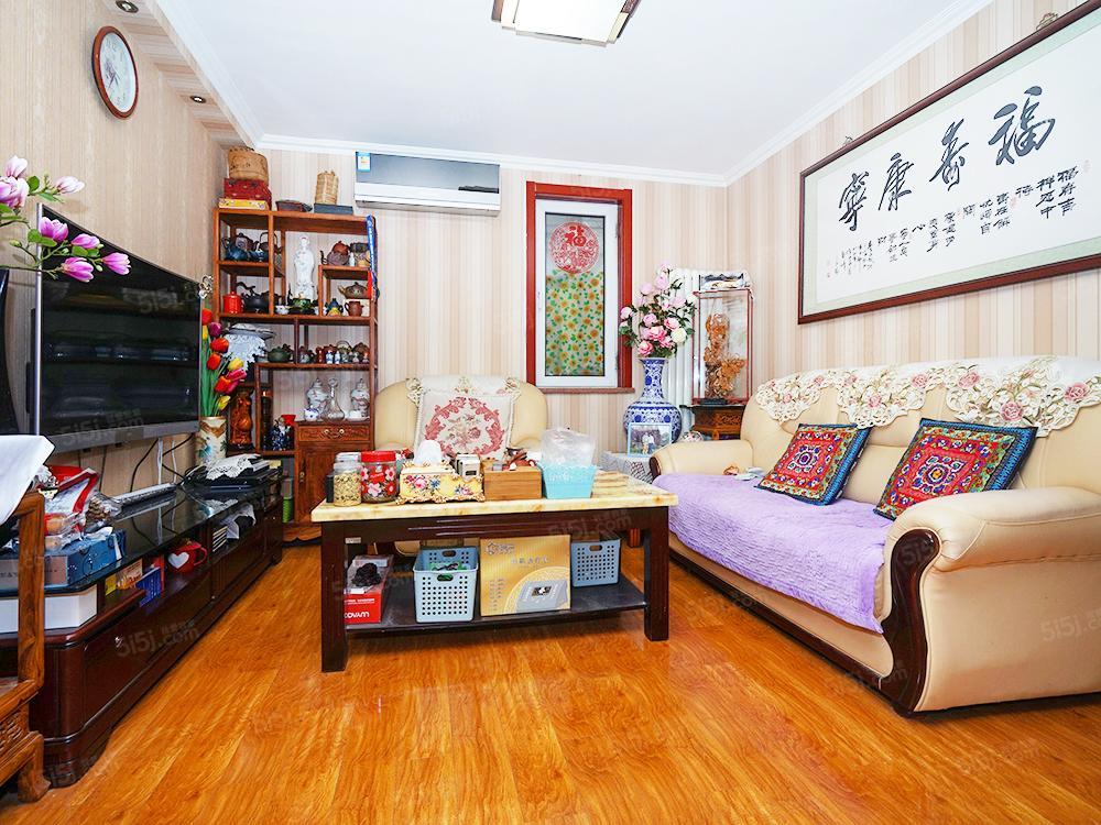 合立方 精装南向两居室 采光充足 紧邻地铁 看房随时