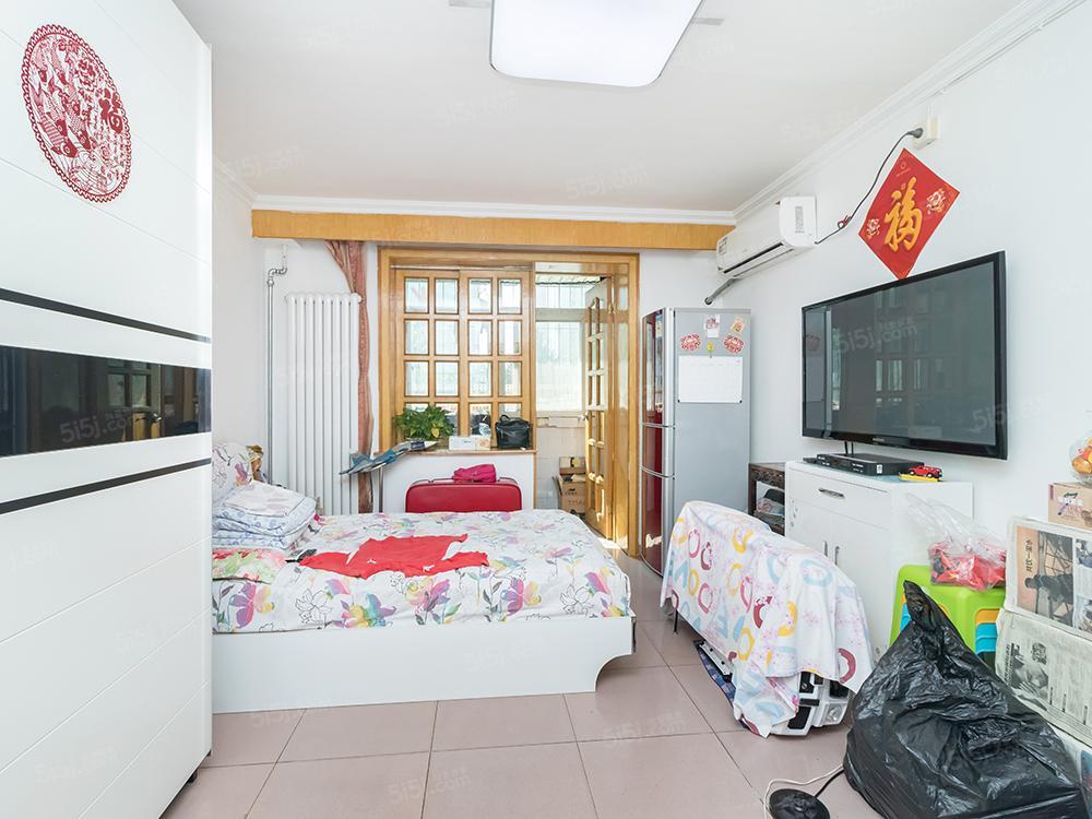 华威西里南向一居室,满五年唯一商品房,低总价户型好!