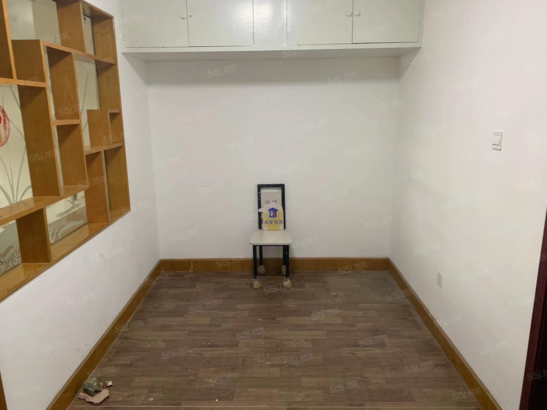 禄长街精装修两居室随时看房