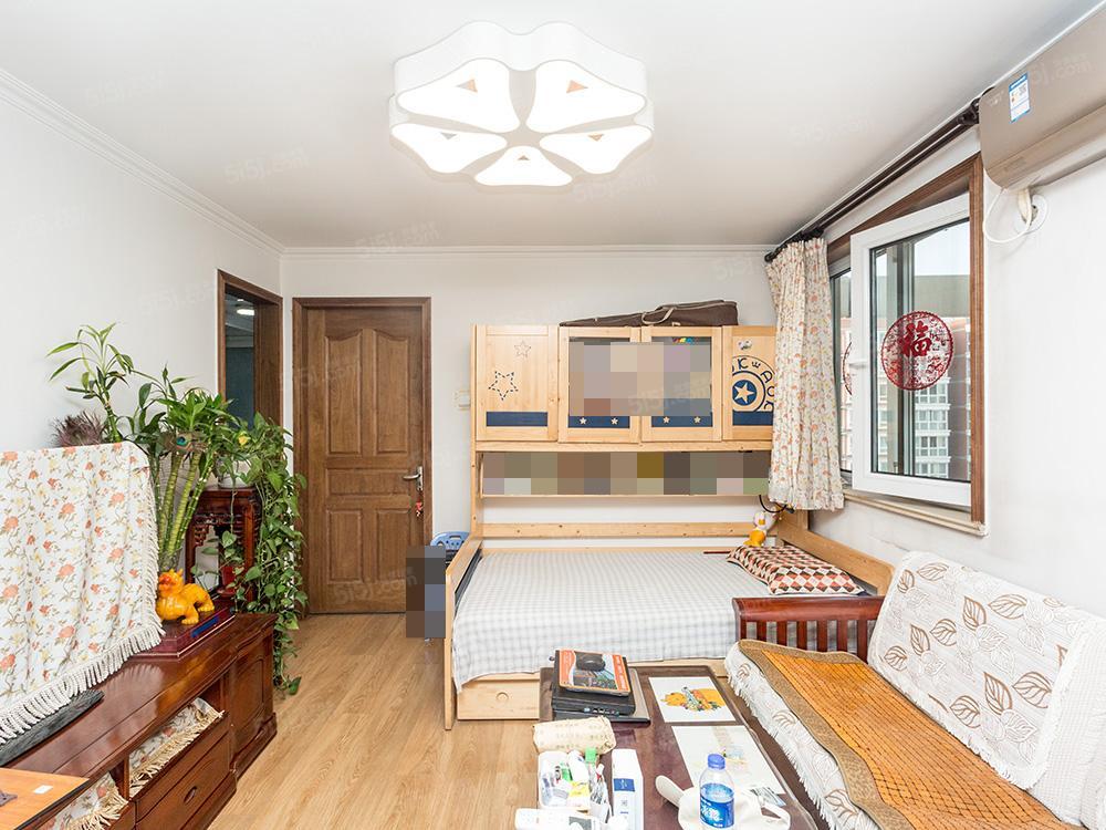 新上房源,正规一居室,拎包住,出行方便,商品房,诚心卖