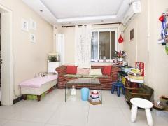 北京我爱我家电梯直达,有客厅,小区花园中间,装修好  看房方便,满五年
