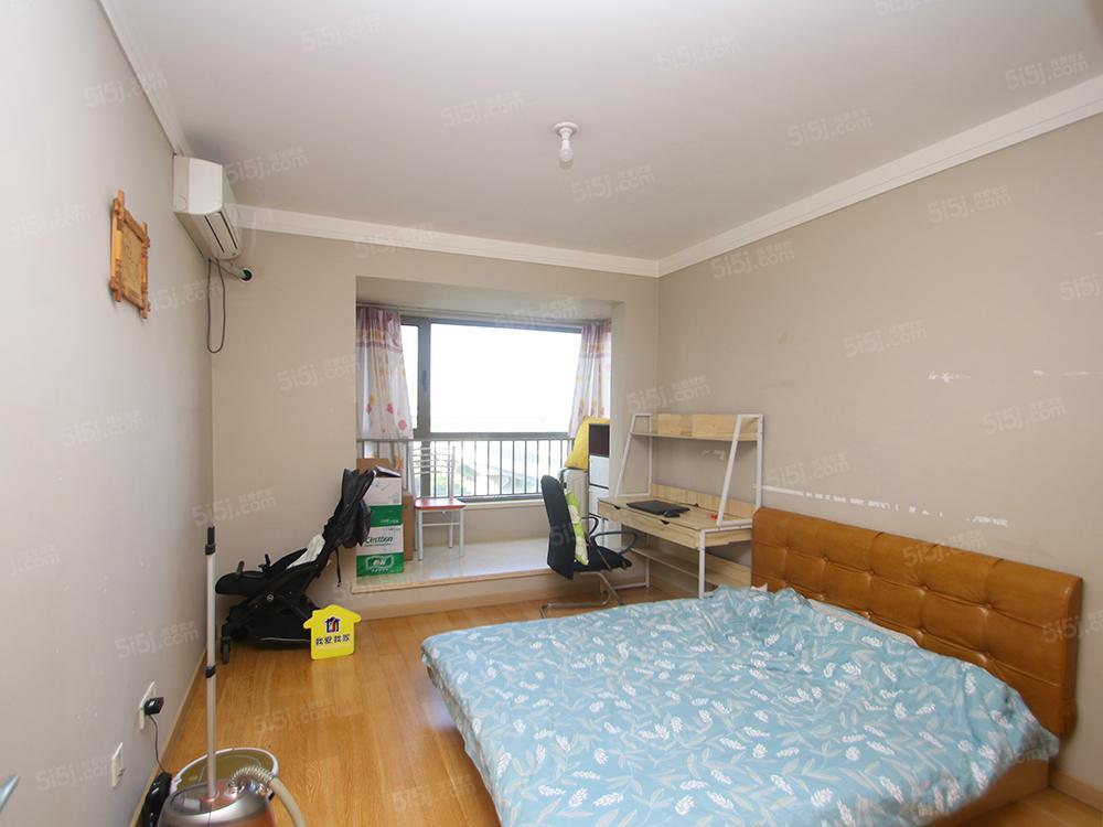 长阳万科2居室+满五年+中低楼层+集中供暖+南北通透电梯房