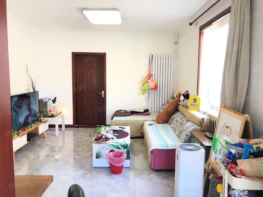 5号线地铁附近,去年新装修正规一居室,豪华装修
