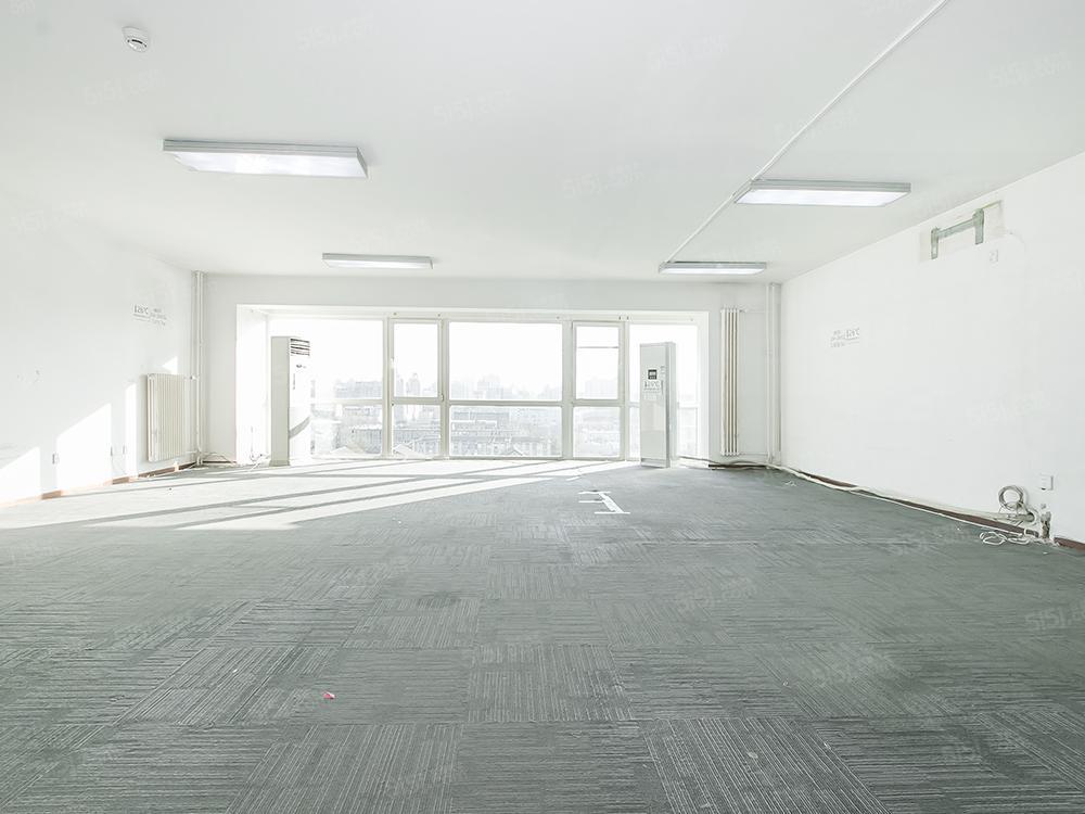 北京我爱我家大望路SOHO现代城 东南向三居室 满五年视野好