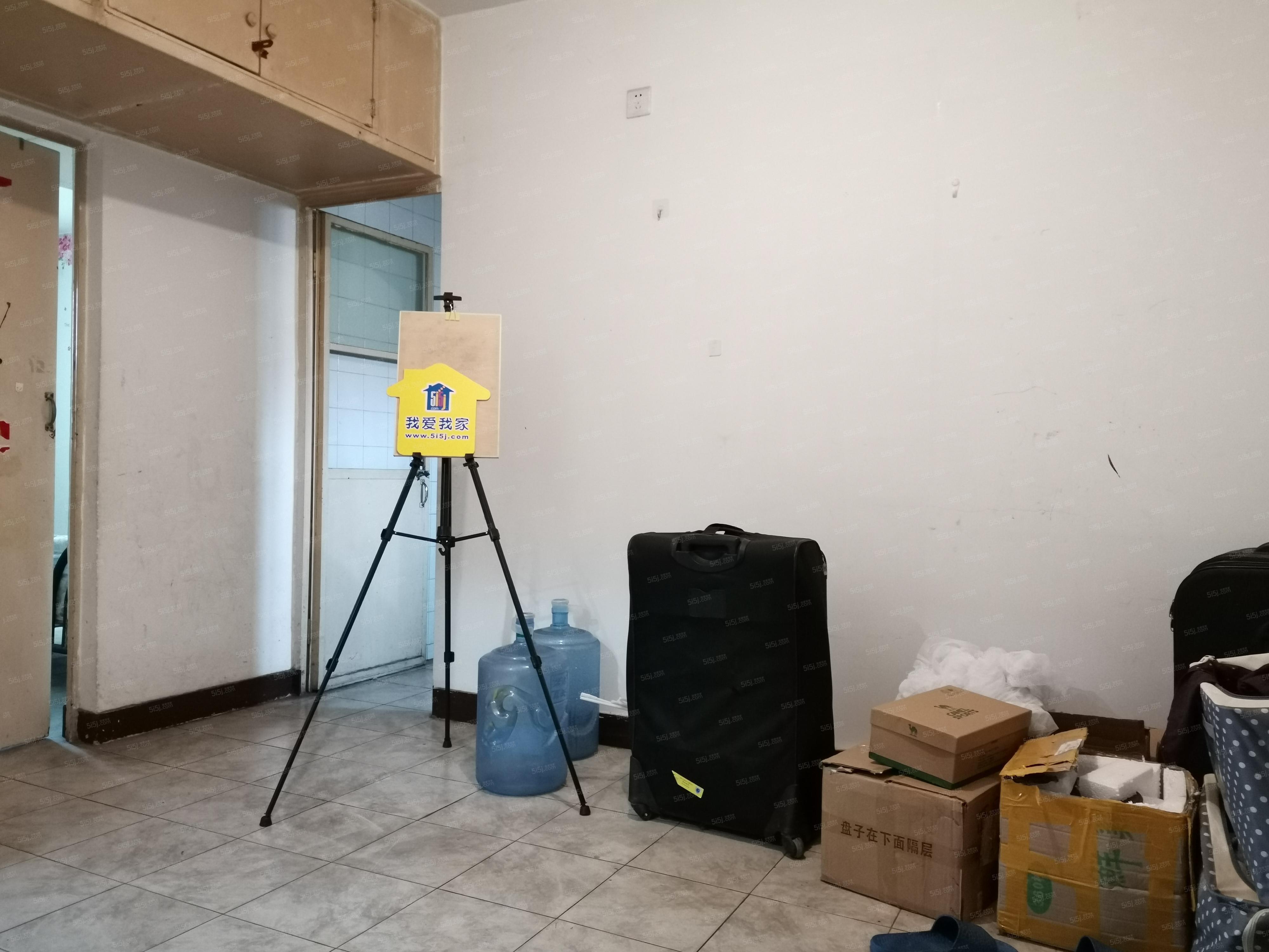 华严北里新上两居室短租看房随时拎包入住