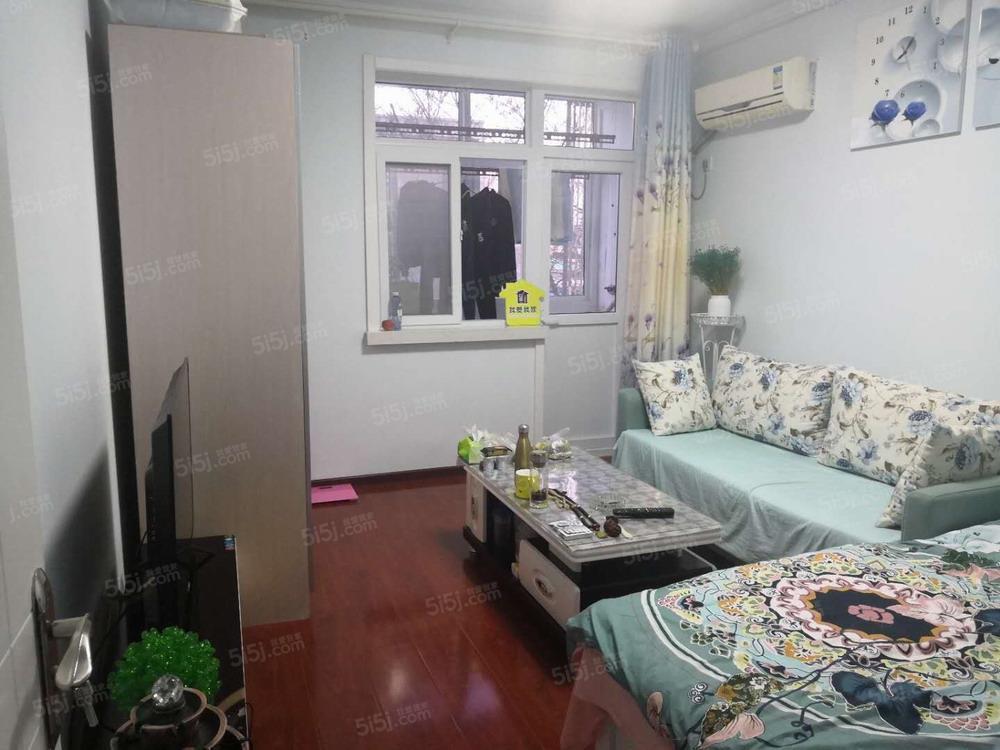 东风北里两室一厅低楼层1300元