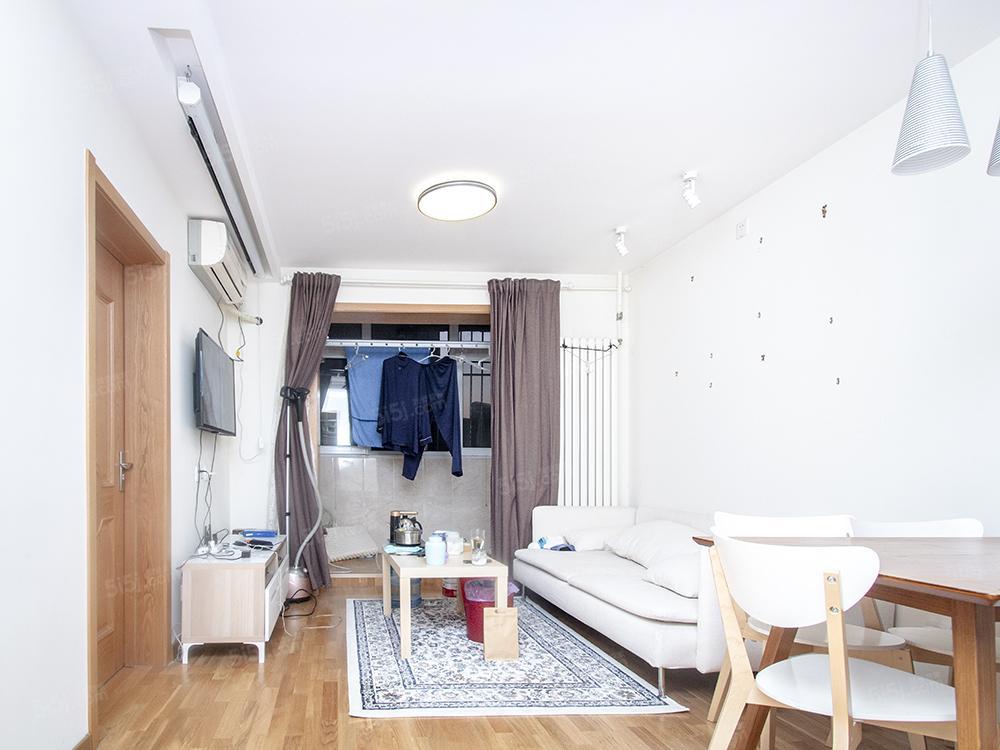 紧邻朝阳公园,双条地铁,精装修,两居室