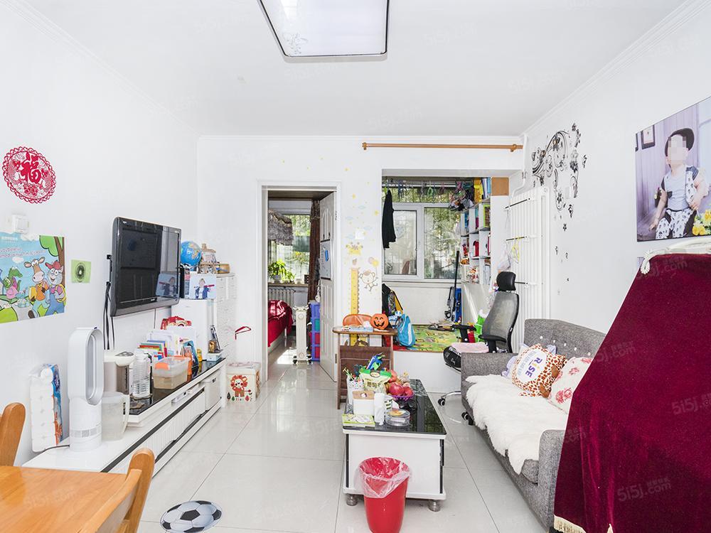 新上满五年唯一,南北通透两居室,户型方正,看房方便