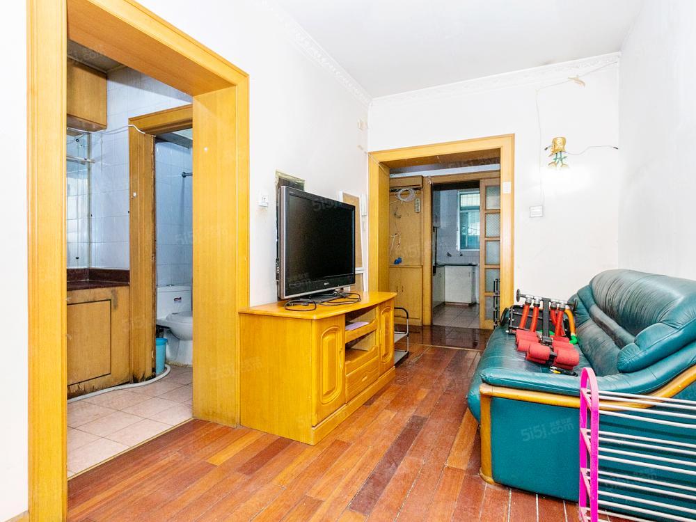 花家地西里86平板楼三居,客厅双卧朝南,看房方便