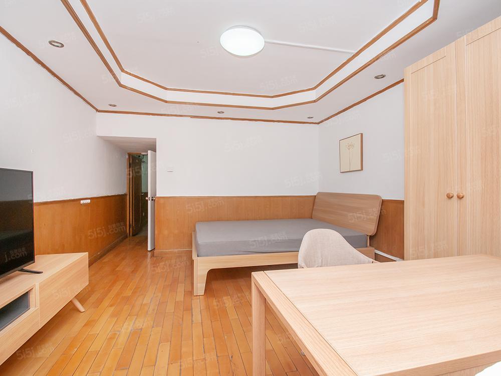 故宫旁+中间楼层+户型好+出门公园+税费少+价格合适