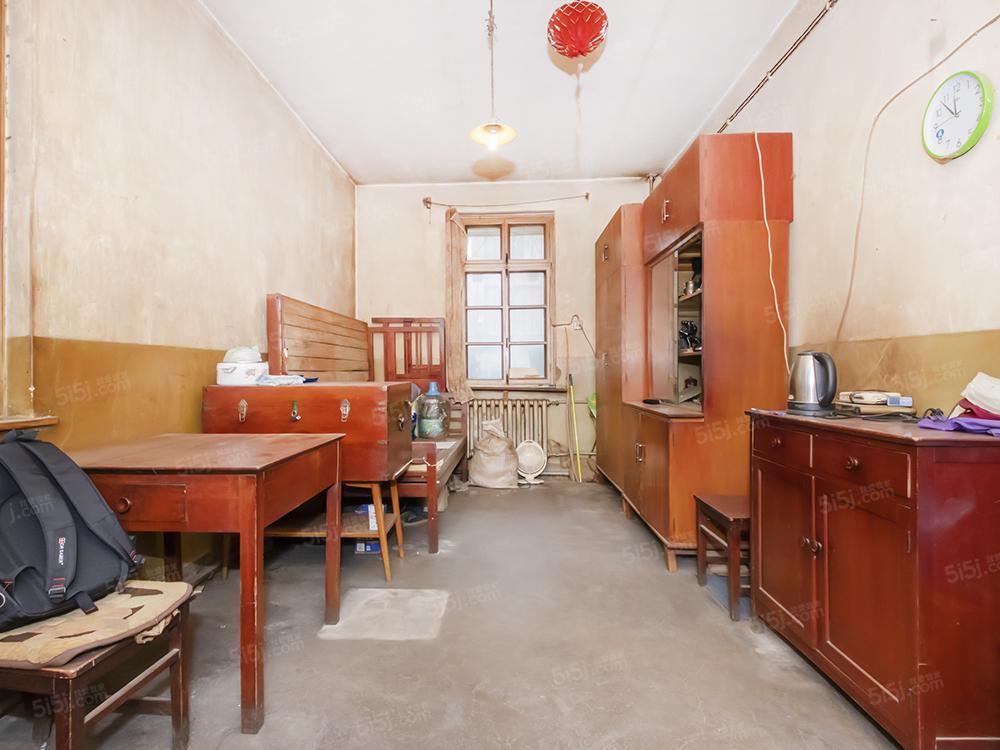 中关村科育小区双南大两居室,带东窗,层高3.3米