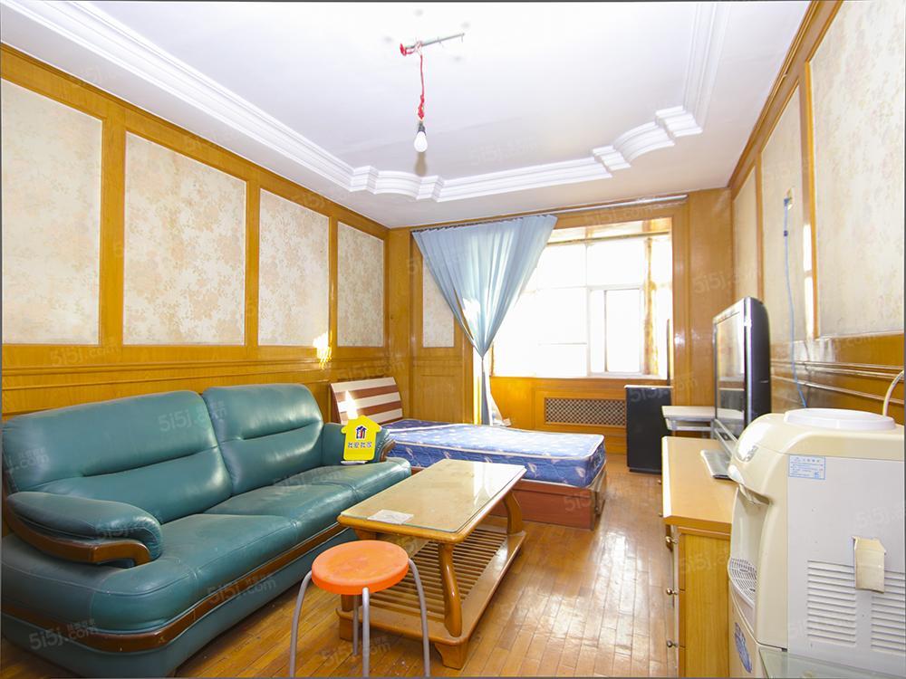 东风东里两室一厅1500元