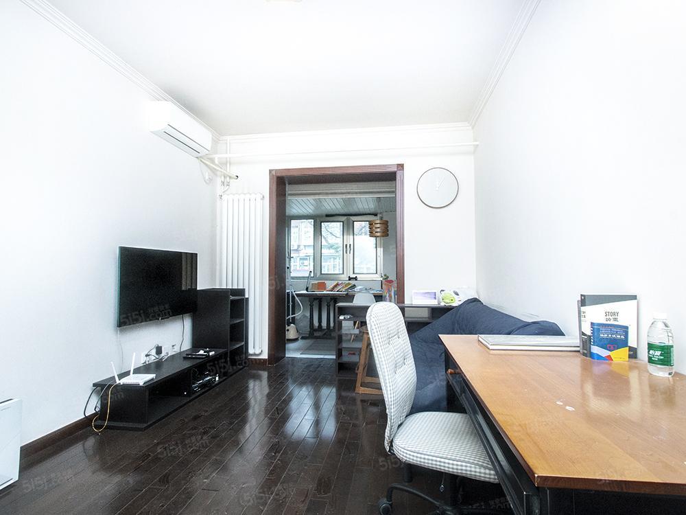 金台路旁南向精装一居室,看房随时,业主诚意出售