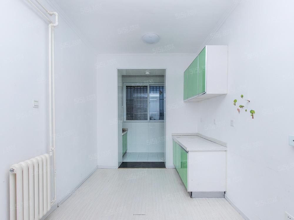 北京我爱我家中间楼层,正规两室一厅,有扩建面积,无遮挡,诚心出售