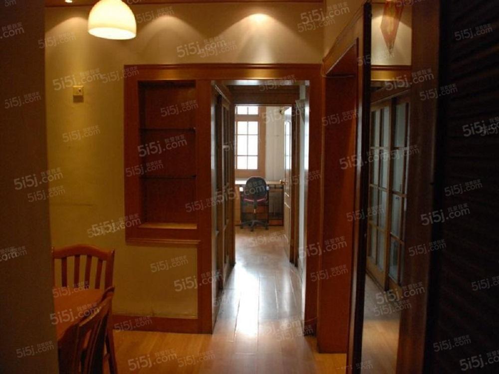 香河园北里23号楼两居室,紧邻地铁公交枢纽,拎包入住,随时看