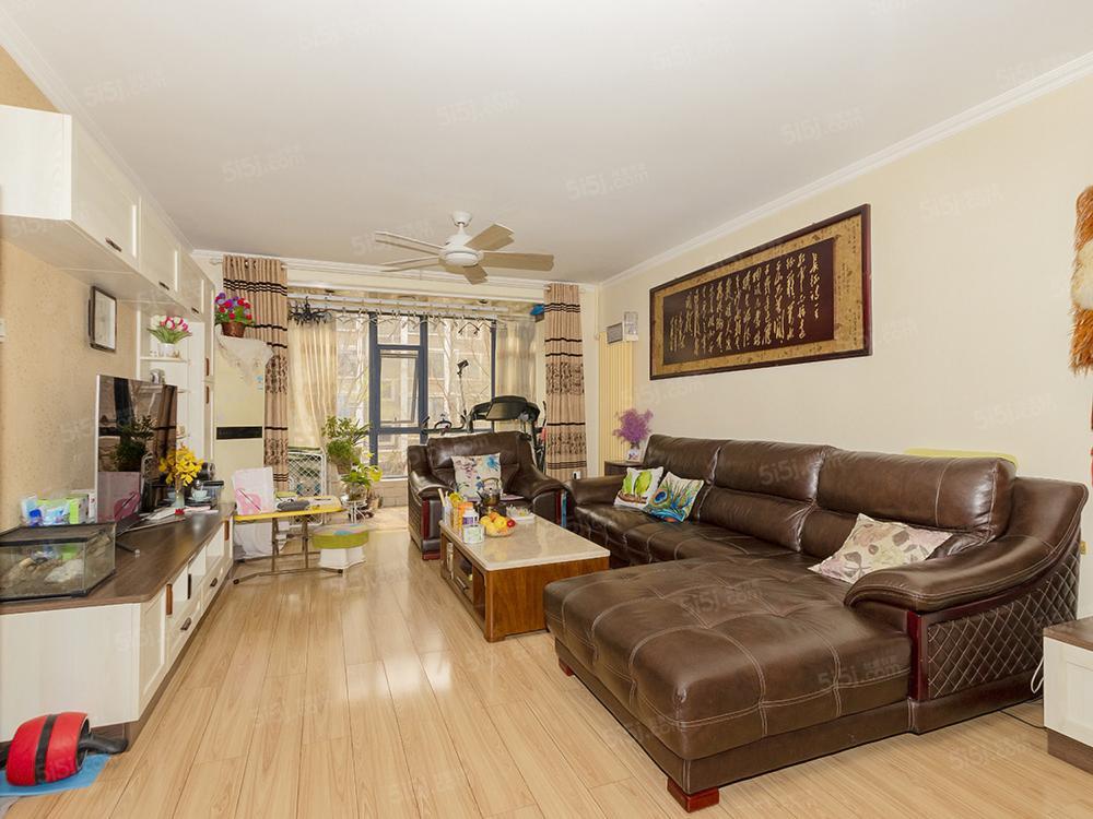 中苑小板楼三居室,南北通透,好楼层精装修,满五唯一,看房方便