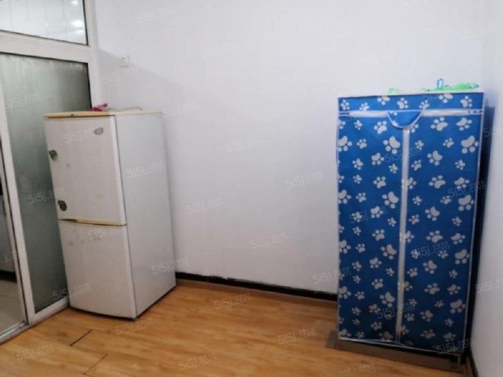 五路居地铁口精装一居家电齐全随时住新上租房