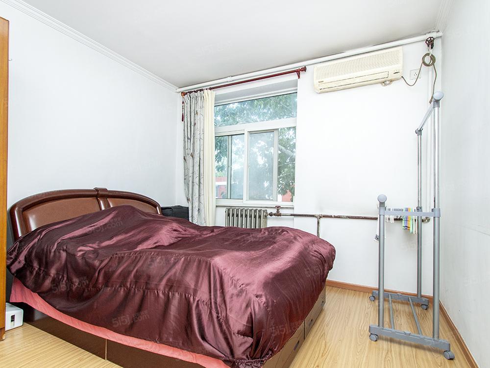 呼家楼南里正规1居室,南向采光充足,小区安静,近地铁