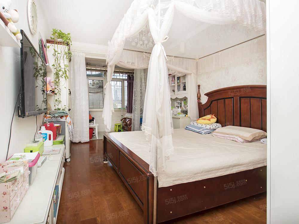 东南小区院内精装修两居室,户型好。明厨明卫