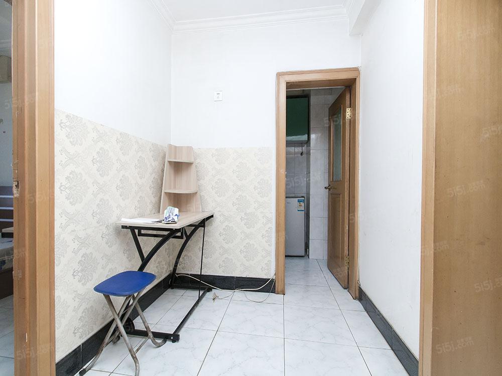 新安里,两居室,客厅带有窗户,采光好