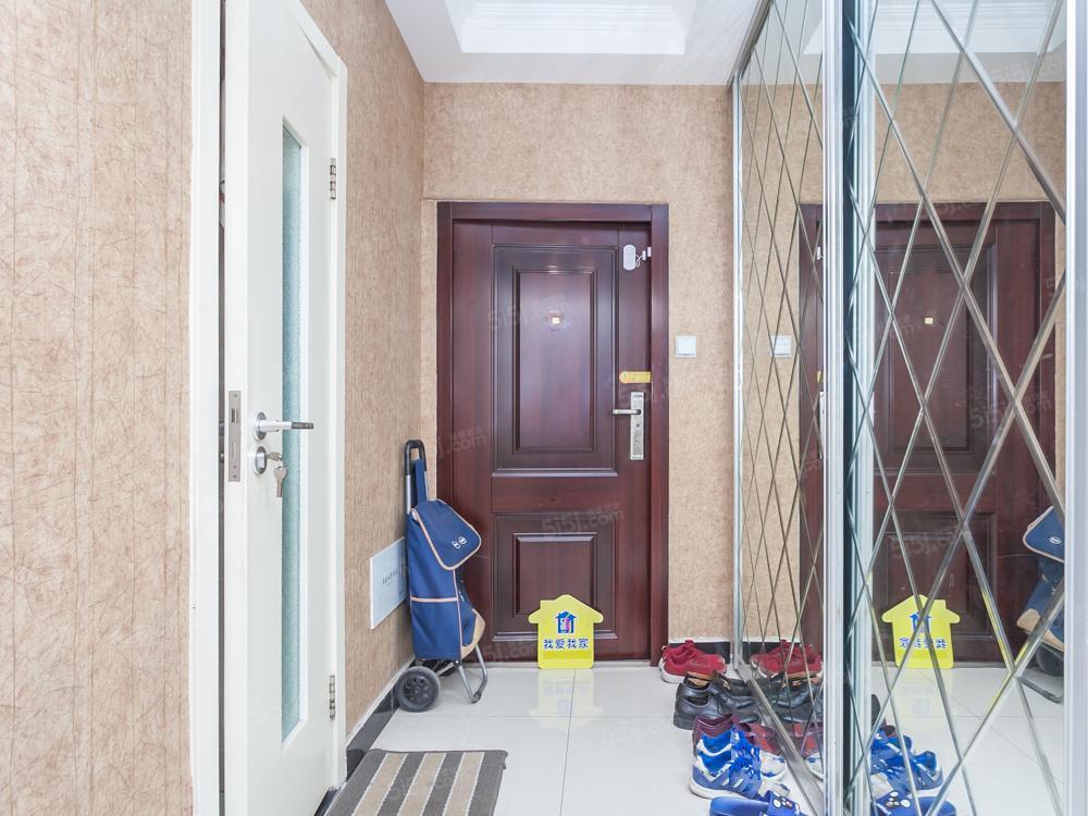 工体南路 精装两居 满五一套 电梯房 诚心卖可贷款