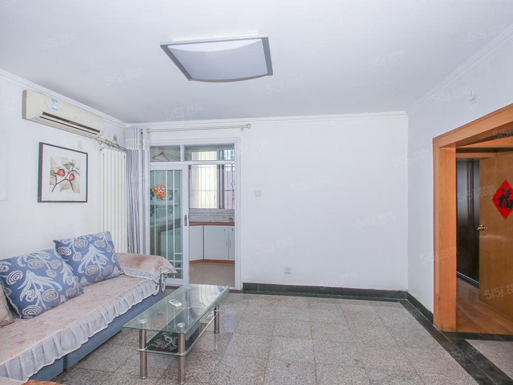 小区中间,东西通透,简单装修大两居,看房随时