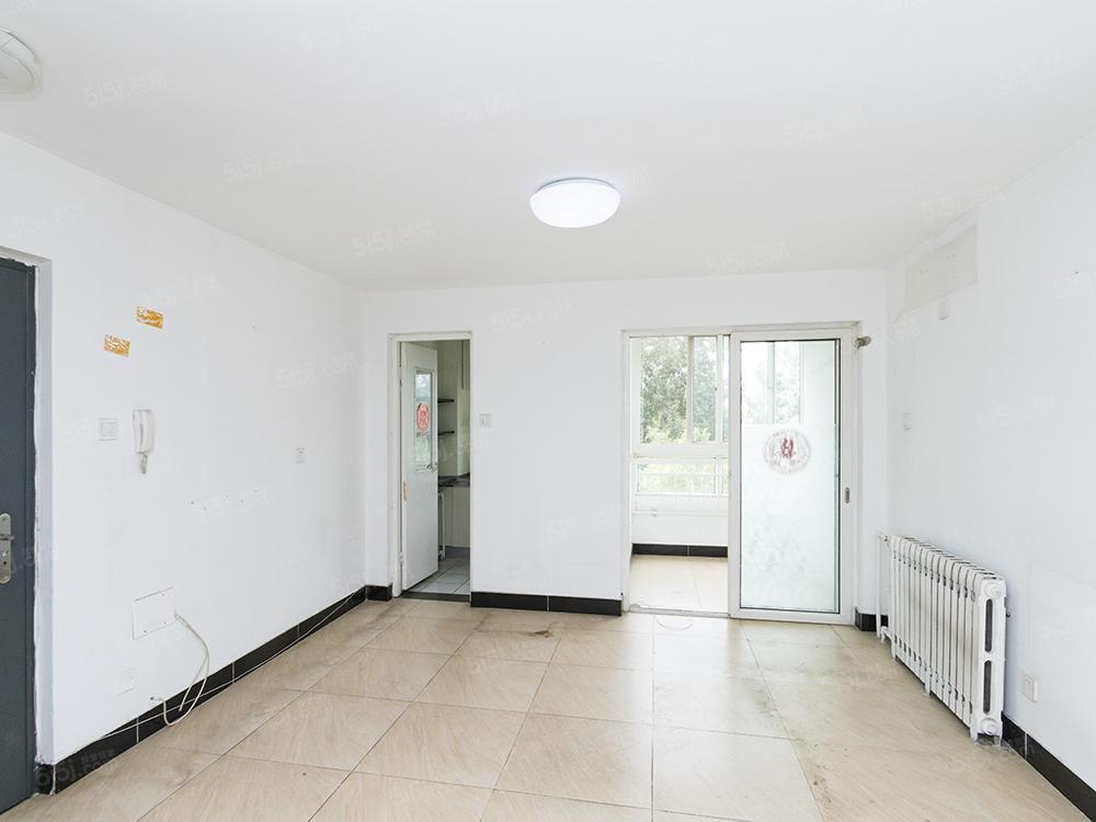 安德馨居  中间楼层南北通透大两居 看房子有钥匙