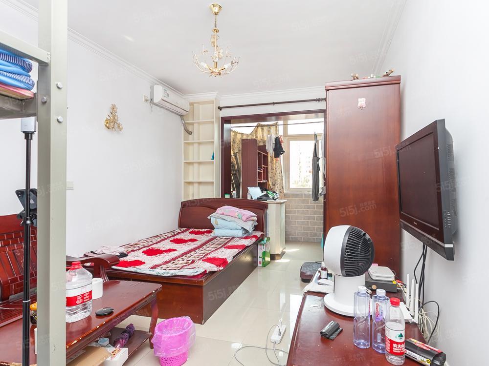 东城房本 东直门片 带电梯一居室 满五年一套 业主诚售随时看