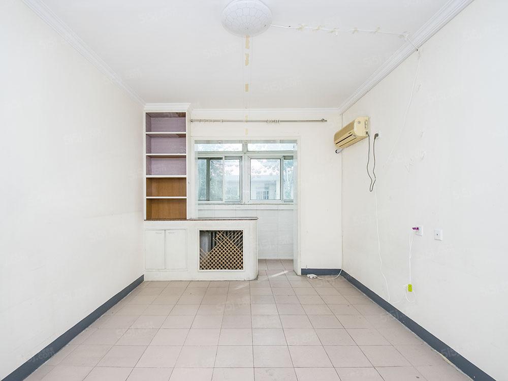 中古南北通透三居室满五年公房全明格局采光好无遮挡看房随时