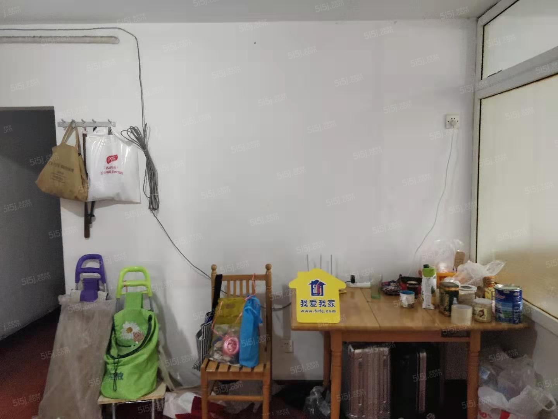 椿树园新上两居室,精装修,诚心出租。