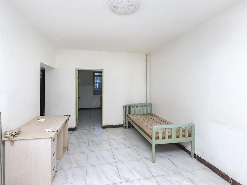 清和园南北通透两居室,板楼中间层,交通便利
