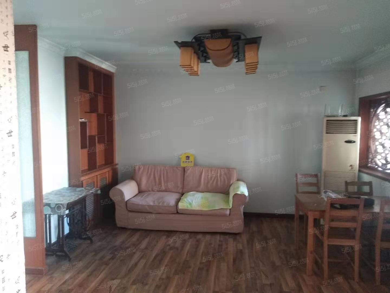 安静两居室出租,随时可以看房,房间干净整洁,小区环境优美