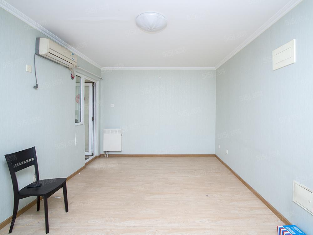 新上南向一居 满五年唯一住房 空间大使用率高