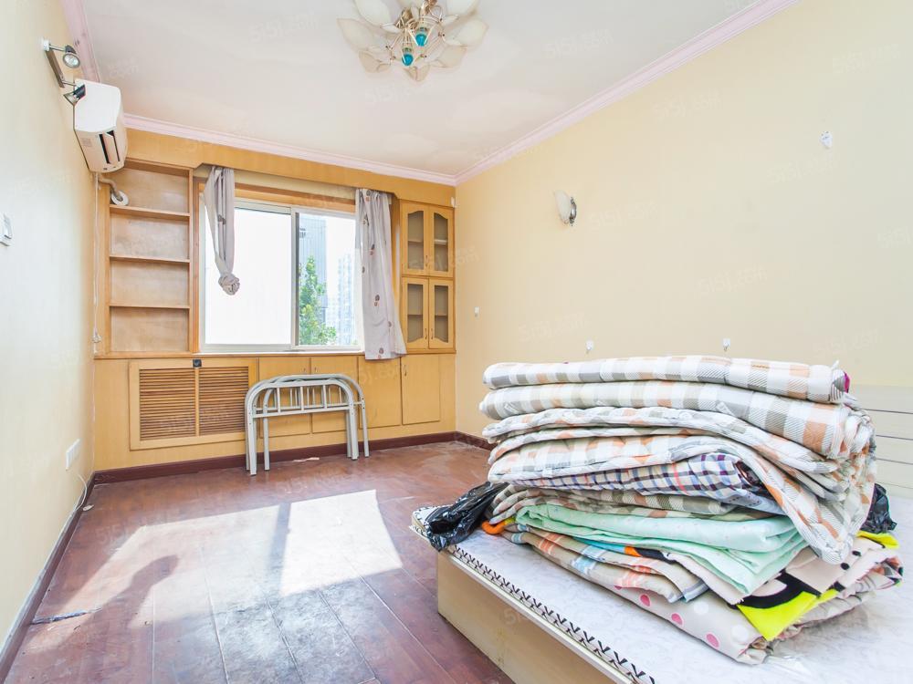 东城 中间楼层 2居室 适合一家人或老人居住