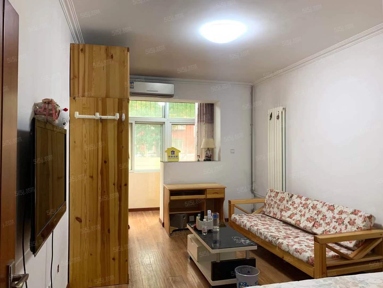 知春里新上精装两居室,南北通透明厨明卫,有钥匙,随时看