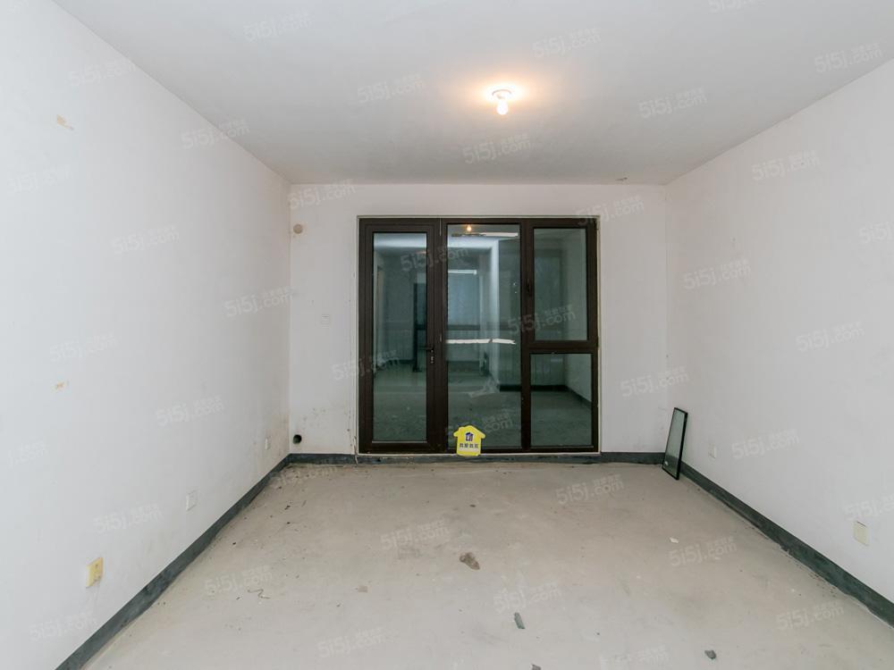 城建琨廷,一层露台已封,毛坯房,看房方便,楼前无遮挡