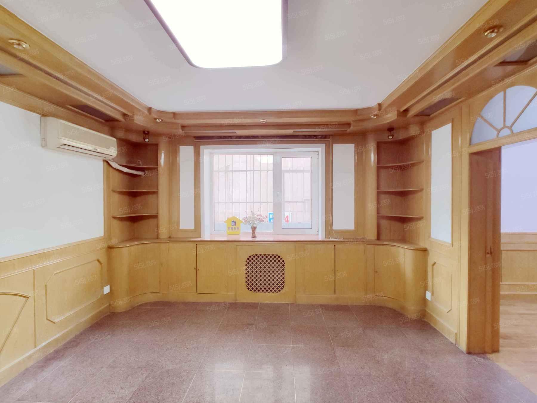 板楼二层,南北通透,正规客厅,明厨暗卫,业主诚心出售。