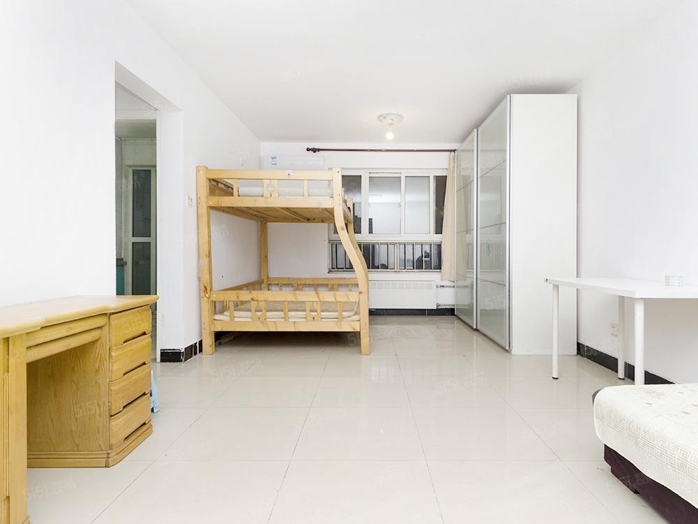 郁花园三里一室一厅正规单元房,通透户型,采光好,满五年