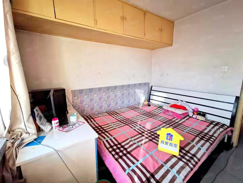 枣园小区  两室一厅 看房方便、有车位、家具齐全 临近地铁