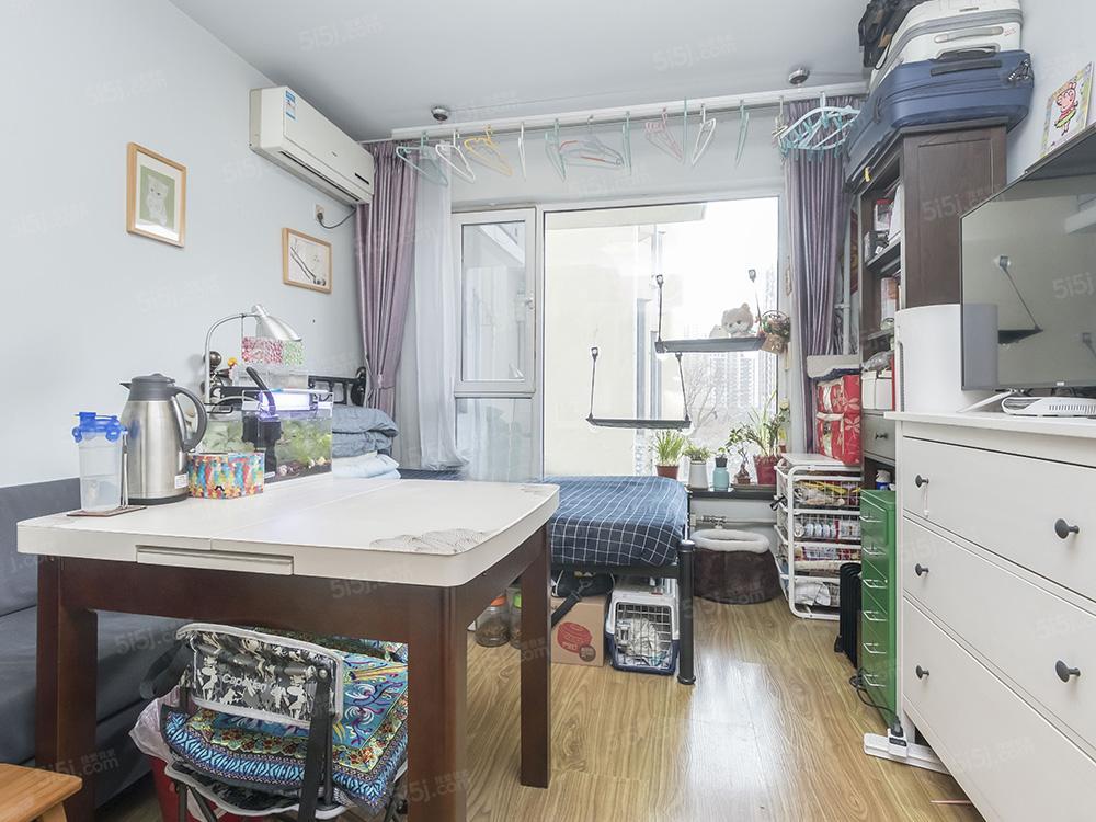 新上满五年一套住房精装修 采光好 业主诚心出售