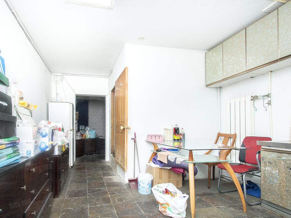 甜水园北里95年钢混东南向三居室,诚意出售