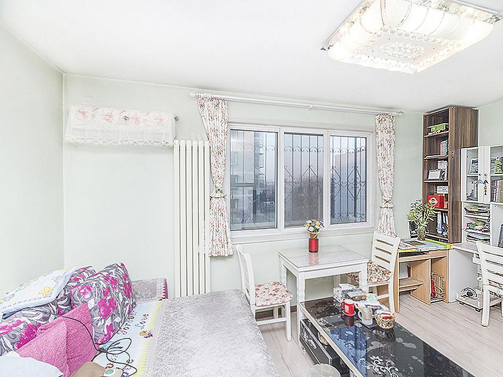 中间层一居室,商品房满五年且一套,购房成本低