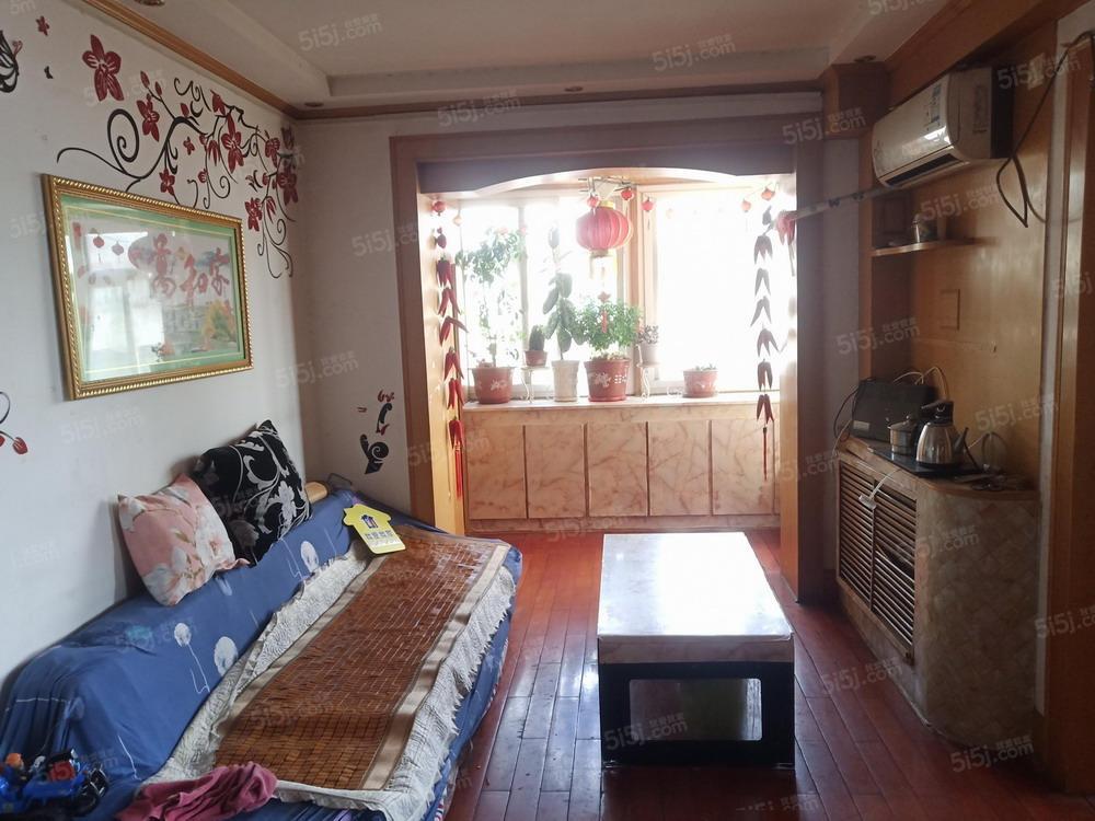 三室一厅一卫 80 平米